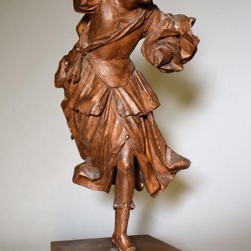 STATUETTE en bois sculpté représentant une muse dansant (accidents et manques). …