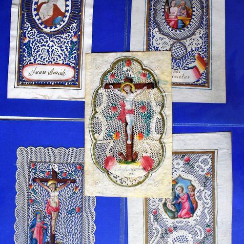 CINQ CANIVETS : Crucifixion (Haut. 11 Larg. 6,5 cm), Nativité (Haut. 11 Larg. 5,…