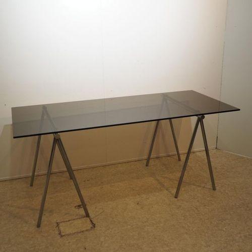 Italian desk circa 1970 : Rectangular smoked glass top, on 2 chromed steel tubul…