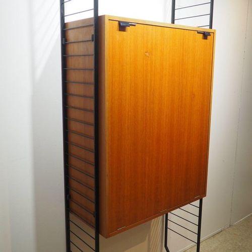 Bureau bibliothèque vers 1950, bois plaqué, 1 porte abattatante formant table de…