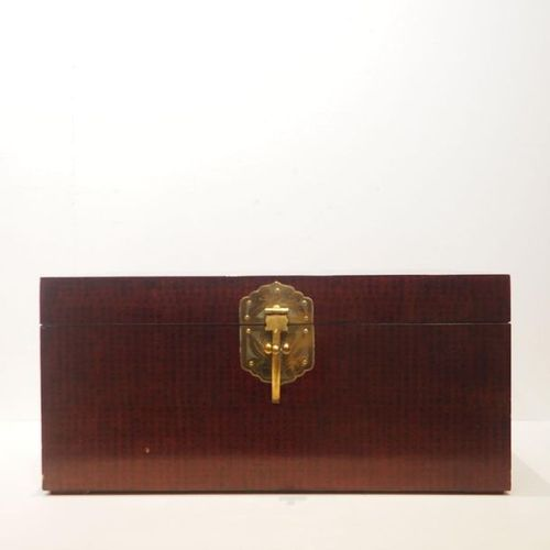 Japanese Chest circa 1900 : Varnished wood, decoration with Chinese character, b…