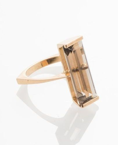 750 thousandths yellow gold ring set with a rectangular smoky quartz TDD 52 (Gro…