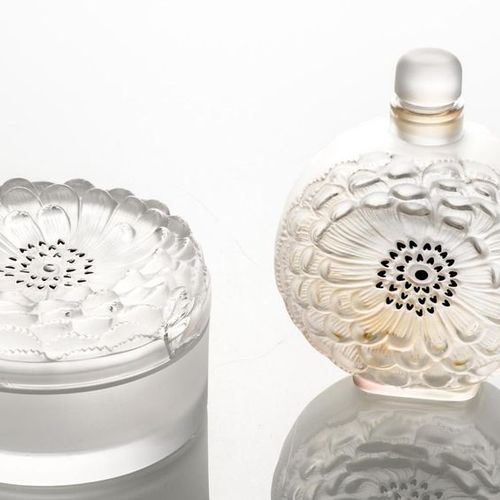 LALIQUE France. Lot comprising: a bottle and a covered box in moulded pressed cr…