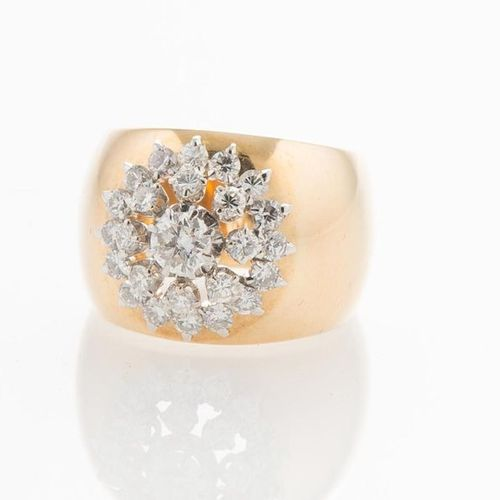 Ring rush yellow gold 750 thousandths, adorned with diamonds forming a flower, t…