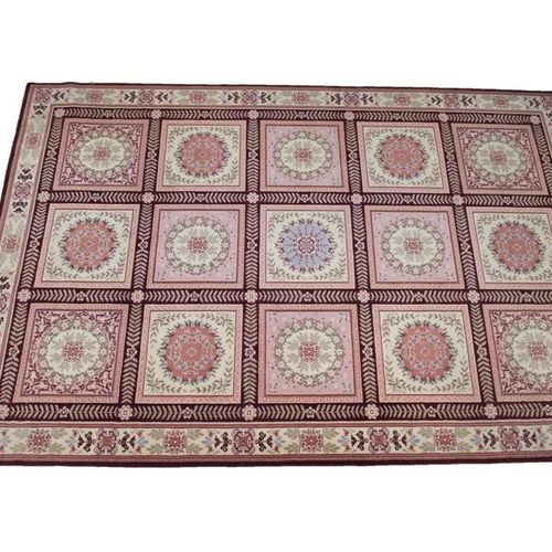 Large mechanical woollen rug, with beige and pink floral patterns, in the taste …