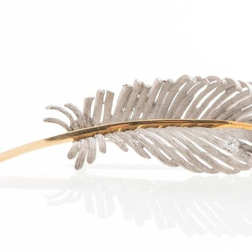 """Brooch """"Plume"""" in white and yellow gold 750 thousandths, decorated with a diamon…"""