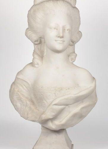 White marble bust depicting Queen Marie Antoinette, on pedestal (H: 73 cm.)