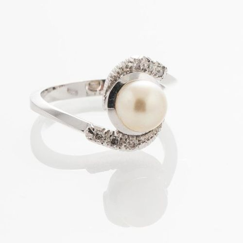 750 thousandths white gold and platinum ring, centered on a cultured pearl with …