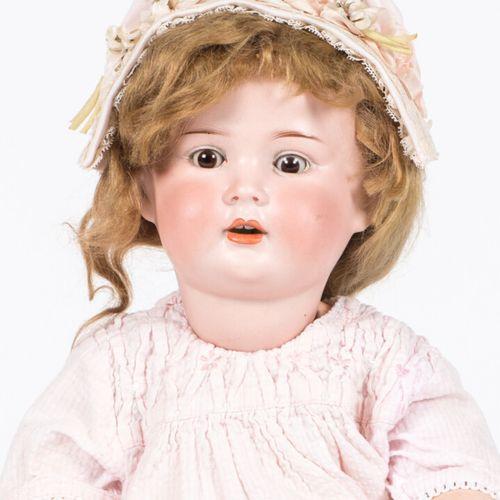 Porzellanfabrik Mengersgereuth. Ancienne poupée, la tête en porcelaine, bouche o…