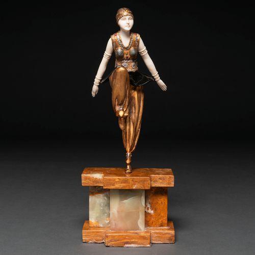 """""""Danseuse orientale"""" Figure crsisolephantine en bronze et ivoire. XXème siècle. …"""