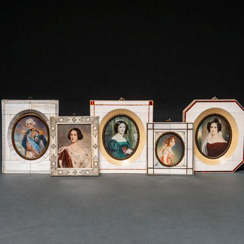 Ensemble de cinq miniatures peintes sur ivoire. XIX siècle L 'amiral Nelson et q…