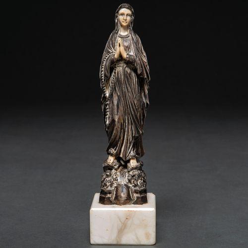 """""""Vierge"""" Sculpture ronde en argent poinçonné et ivoire. Soutenue par un socle en…"""