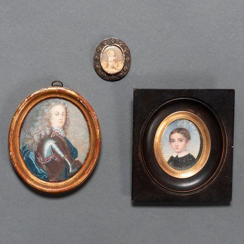 Ensemble de deux miniatures peintes à l'huile du XIXe siècle et médaillon en arg…