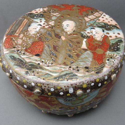 Boîte Cylindrique Couverte, Travail Asiatique   en porcelaine émaillée polychrom…