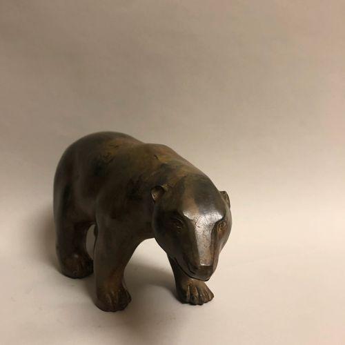 Pierre CHENET (XXe siècle). Ours polaire. Bronze à patine ocre, cachet de l'arti…