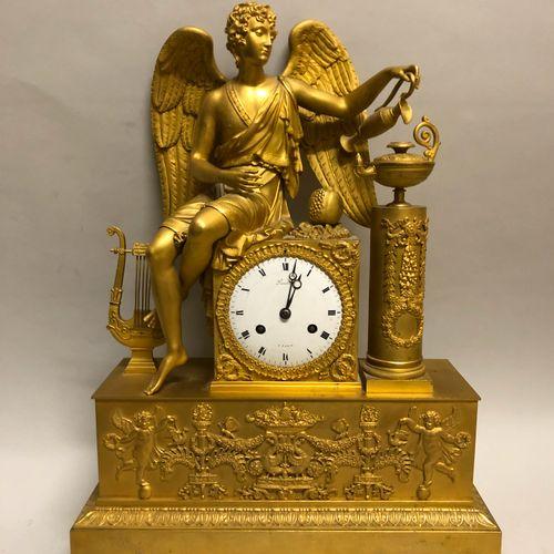 Importante PENDULE en bronze ciselé et doré figurant une allégorie de l'Amour al…