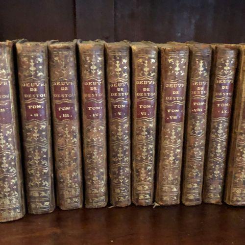 Important ensemble de volumes comprenant : Dictionnaire Historique, Caen, Le Roi…