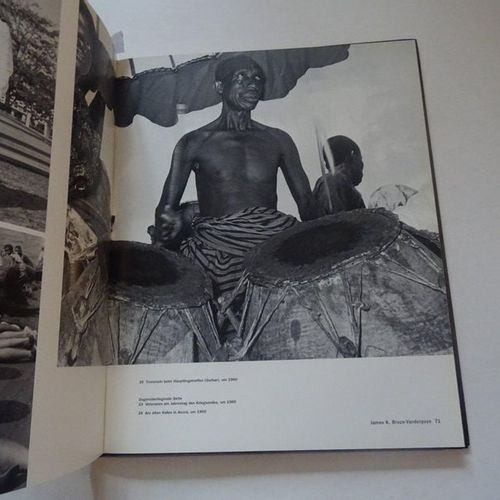 """Snap me one! Studiofotografen in Afrika"", [exhibition catalogue], Collective wo…"