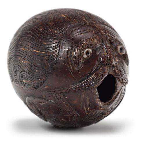 Noix de coco sculptée d'un officier de marine vociférant, fin de travail de bord…