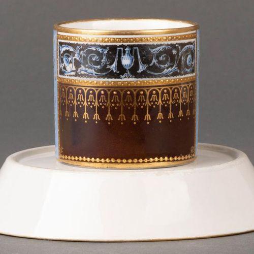 """Tasse avec soucoupe """"Antique Glatt"""" Vienne, Conrad von Sorgenthal 1794 Les deux …"""