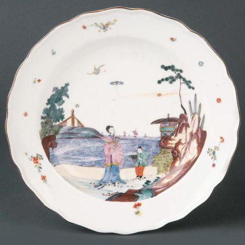"""Assiette du service """"Comte de Jersey"""" Meissen 1740 Abreuvoir rond. Drapeau levan…"""