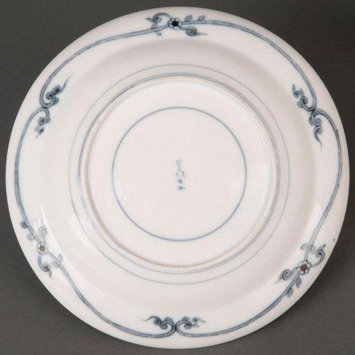 Rare assiette Meissen 1774 75 Rondement en forme de cuvette, avec drapeau levé e…