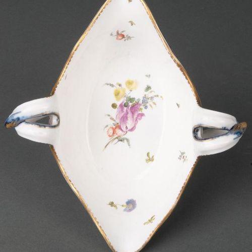 Saucière ovale à décor de Sèvres Frankenthal 1765 En forme de bateau avec des an…