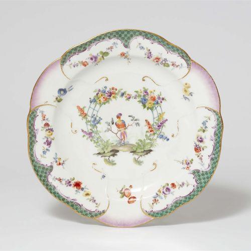 Meissen Königliche Porzellanmanufaktur Teller aus einem Tafelservice mit grüner …