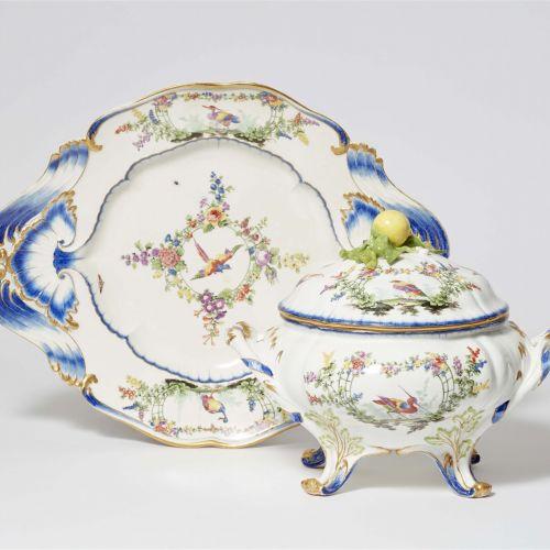 Meissen Königliche Porzellanmanufaktur Deckelterrine und Platte mit Fantasievöge…