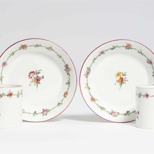 Königliche Porzellanmanufaktur Berlin KPM Paar klassizistische Tassen aus dem Se…