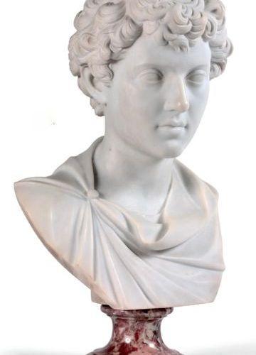 École du XXe siècle Bust of a young Roman White marble sculpture on a pink marbl…