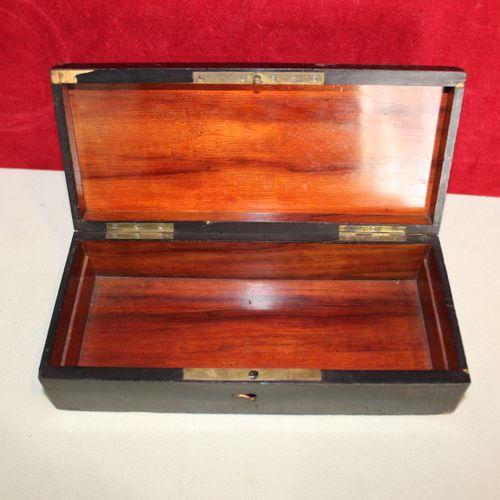 A Napoleon III glove box (no key) Dimensions : 22,5 x 10 cm