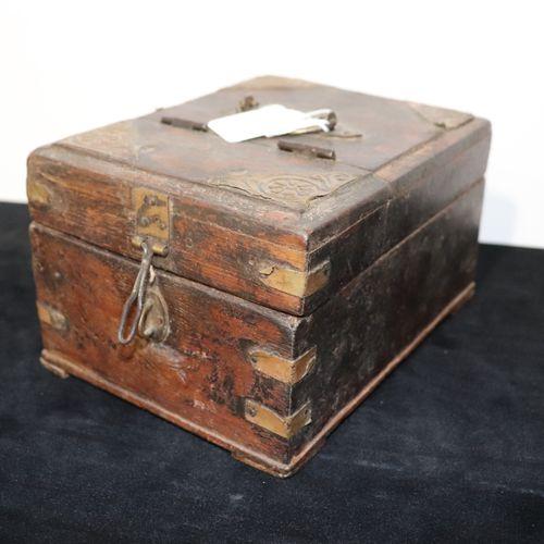 Barber's box India beginning of the Xth century