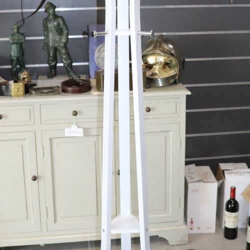White lacquered coat rack in new condition. Height : 180 cm