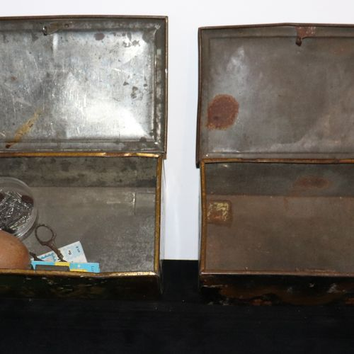 Set of 2 lithographed sheet metal boxes