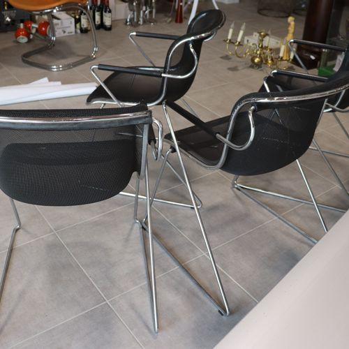 Charles POLLOCK Lot de 4 chaises pénélope design par Charles Pollock pour Castel…