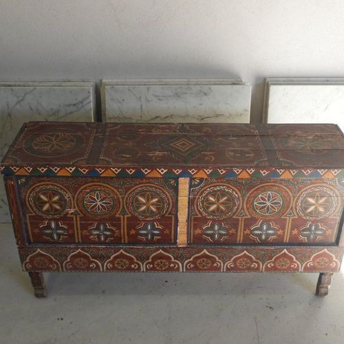 Moroccan chest in painted wood with rich polychrome decoration, Dim: 6 x 129, de…