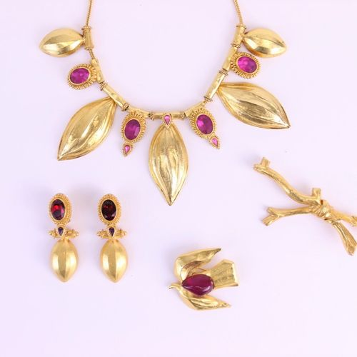ANTIGONA  Set in gold plated metal with pink and red rhinestones and leaves deco…