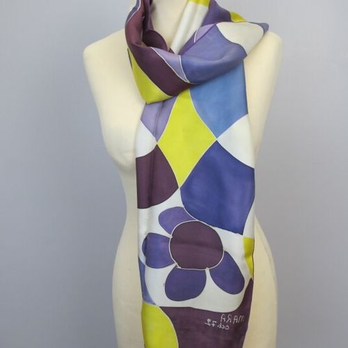 Lot seven of scarves, squares in silk, cotton, wool of various colors, various s…
