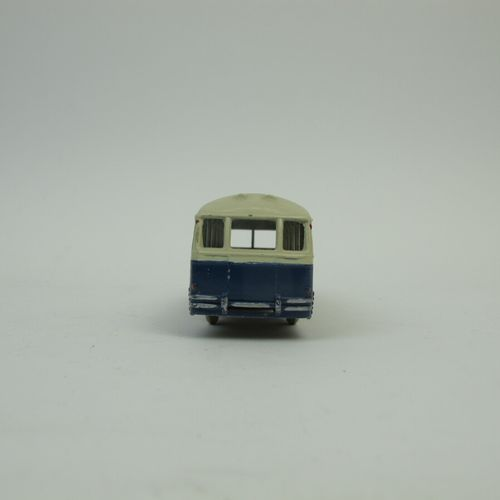 Dinky Toys France set of 2 miniatures at 1/43rd of which : Peugeot 403 sedan ref…