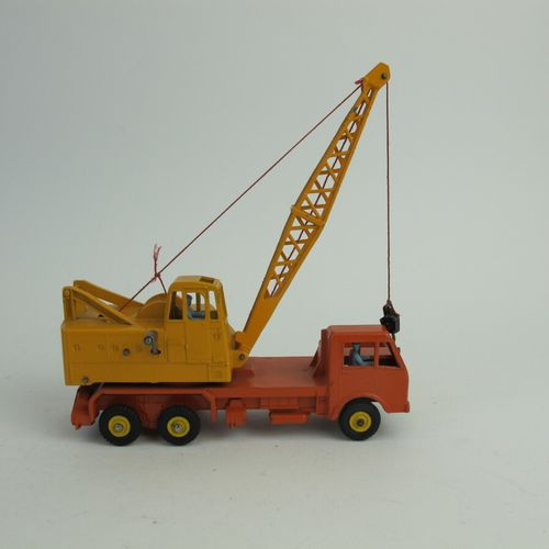 Lot of 2 Dinky supertoys including : Truck crane Coles reference 972 good condit…