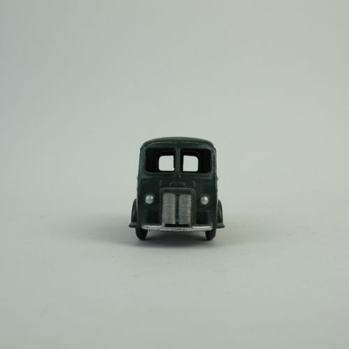 Dinky Toys France set of 2 miniatures at 1/43rd of which : Postal van DA3 Refere…