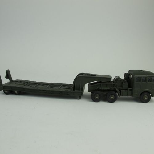 Dinky supertoys tractor Berliet with semi trailer tank door reference 890 good c…