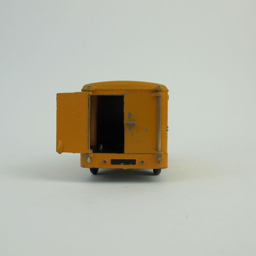 Dinky Toys France set of 2 miniatures at 1/43rd of which : Van Simca cargo yello…