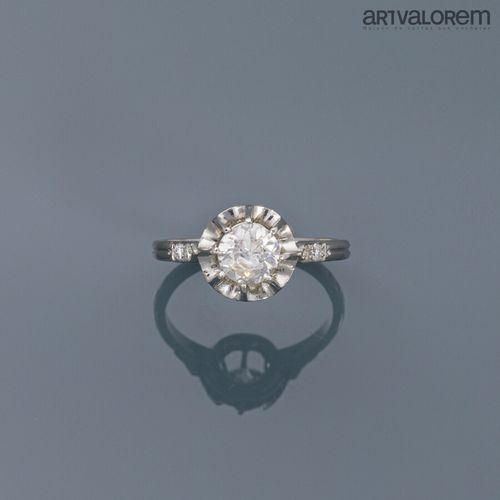 Bague en platine 850°/°° ornée d'un diamant taille brillant en serti griffes épa…
