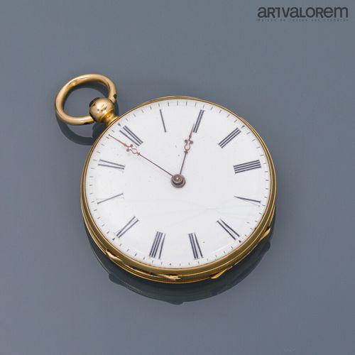 Montre de col en or jaune 750°/°° , cadran émaillé blanc à index chiffres romain…
