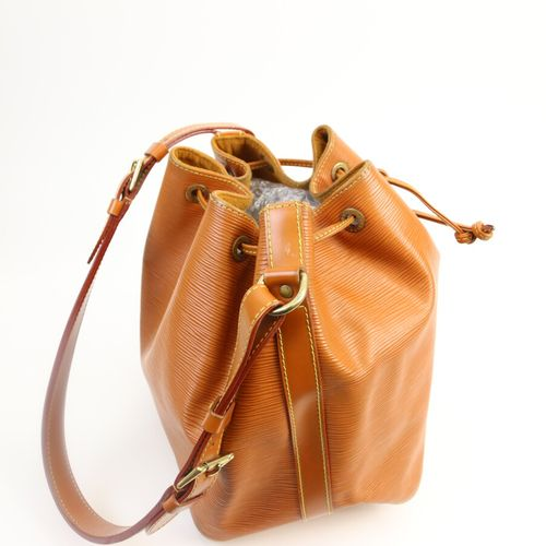 LOUIS VUITTON  Sac sceau en cuir épis couleur havane, intérieur en daim Camel  2…