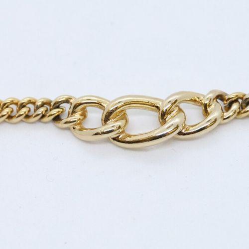 Christian DIOR  Collier chaîne en métal doré, un maillon rigide au centre signé.…
