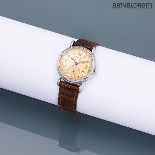 JAEGER LECOULTRE circa 1950  Montre bracelet en métal chromé à triple date calen…