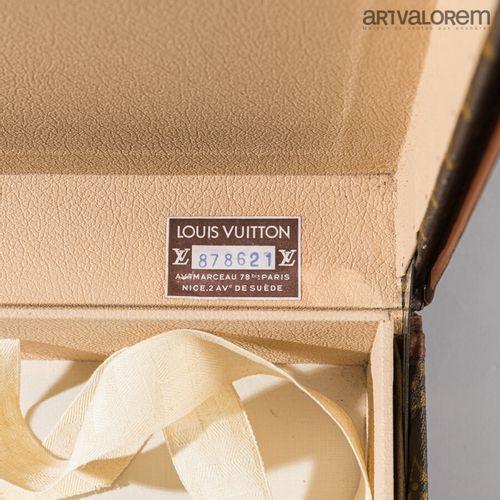 LOUIS VUITTON  Valise Alzer en Toile enduite monogrammée LV  Bordures en lozine …